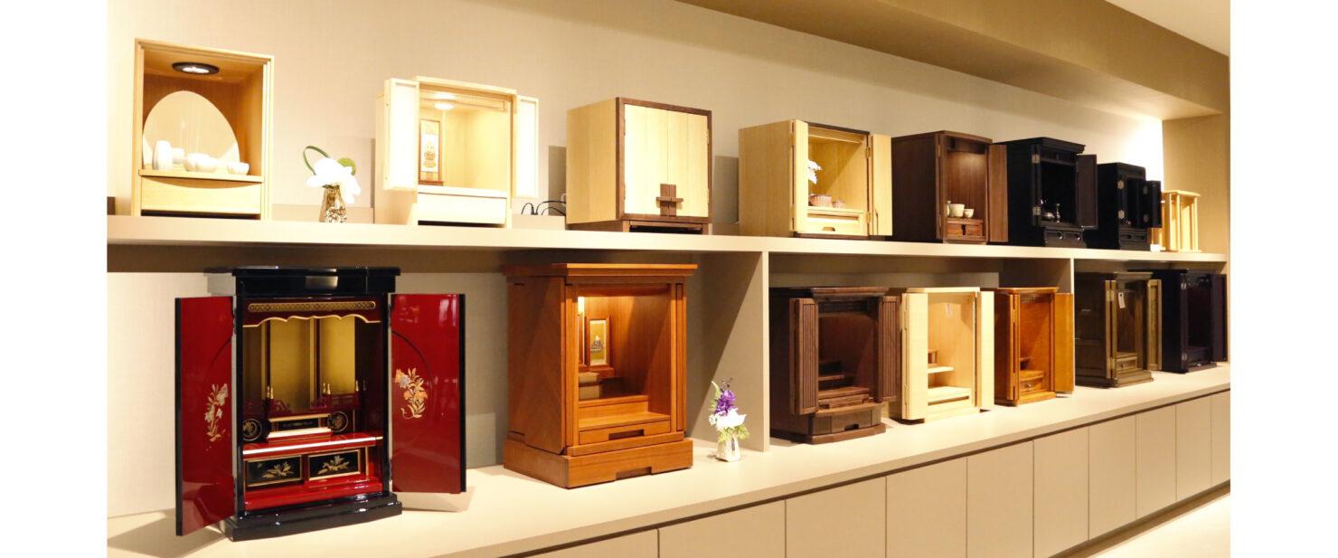 コンパクトな仏壇の展示 2階
